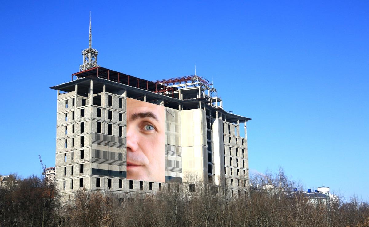 Михаил Игнатьев предложил повесить портрет Ладыкова на «Одис Отель»